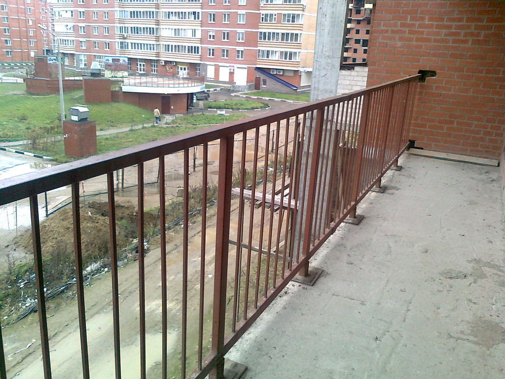 414397165_metallicheskie-ograzhdeniya-balkonov